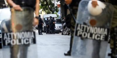 Αστυνομική επιχείρηση στα Εξάρχεια για εκκένωση υπό κατάληψη κτηρίου