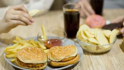 Το 1/3 του παγκόσμιου πληθυσμού πήρε περιττά κιλά λόγω της καραντίνας