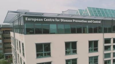 ECDC: «Κόκκινη» η Αττική, αλλά μόνο η Ελλάδα έχει «πράσινη» περιοχή στη Ν.Ευρώπη