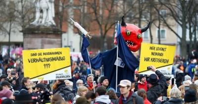 Γερμανία: Ταραχές και συγκρούσεις αστυνομικών και πολιτών για τα μέτρα της πανδημίας