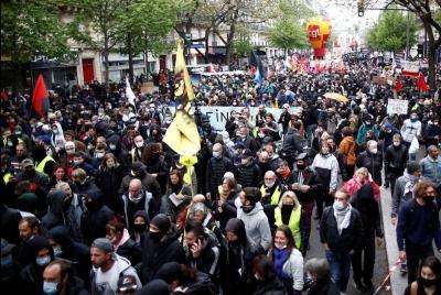 Γαλλία: Μεγάλες πορείες με χιλιάδες διαδηλωτές για την Εργατική Πρωτομαγιά