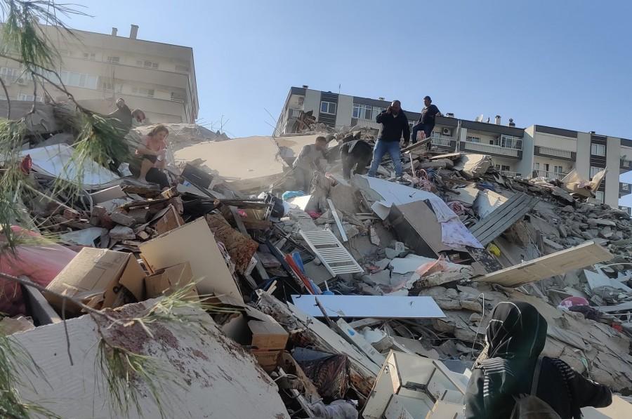 Σμύρνη Τουρκίας: Στους 76 οι νεκροί και 962 οι τραυματίες από τον φονικό σεισμό - Σβήνουν οι ελπίδες για τους εγκλωβισμένους