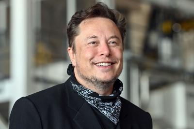 Ο Musk έγινε ξανά ο πλουσιότερος άνθρωπος στη γη και τρολάρει τον Bezos... Τι δώρο του στέλνει