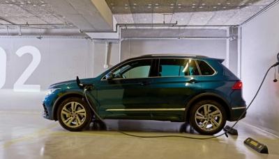Νέα «πράσινα» εταιρικά οχήματα από την Cosmote - Mοντέλα τεχνολογίας Plug-in Hybrid Electric Vehicle