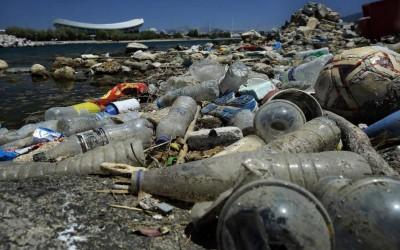«Καμπανάκι» για τη Μεσόγειο, ετησίως 230.000 τόνοι πλαστικών καταλήγουν στα νερά της