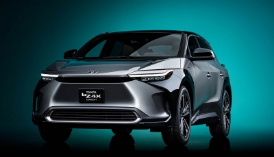 To ηλεκτρικό Toyota bZ4X έχει τιμόνι αλά Tesla και i-Cockpit αλά Peugeot
