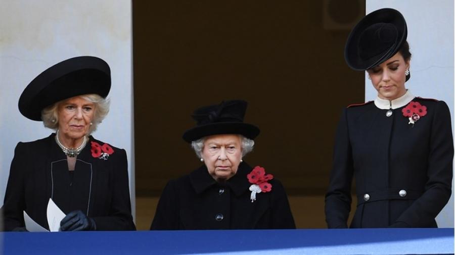 Δύσκολες ώρες για την βασίλισσα Ελισάβετ - Ο «εμφύλιος» στην οικογένεια αλλά και η κίνηση - ματ που ετοιμάζει