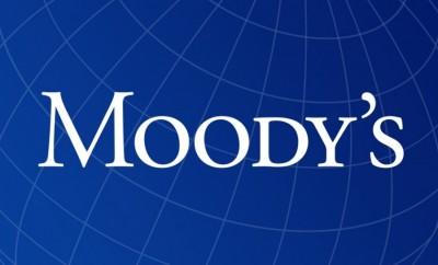 Κατά 6 βαθμίδες βελτίωσε το ανώτατο όριο διαβάθμισης καταθέσεων στις ελληνικές τράπεζες η Moody's, στο Baa1 από B1