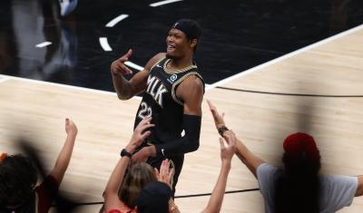 NBA: Διπλό το κακό για τους Bucks, τραυματίστηκε ο Γιάννης και ήττα από τους Hawks (video)