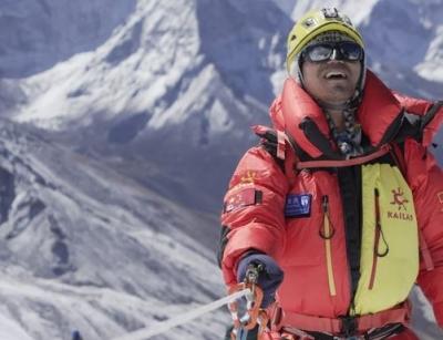Στο Έβερεστ ο πρώτος 46χρονος Κινέζος τυφλός ορειβάτης – Πως πήρε την απόφαση