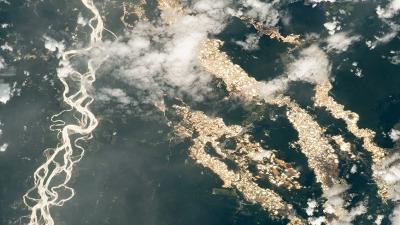 Η σπάνια φωτογραφία της NASA με τα ποτάμια χρυσού του Αμαζονίου και η οικολογική καταστροφή