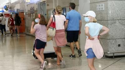 Χαλαρώνουν τα μέτρα για τις πτήσεις εσωτερικού - Με self test θα ταξιδεύουν οι ανήλικοι