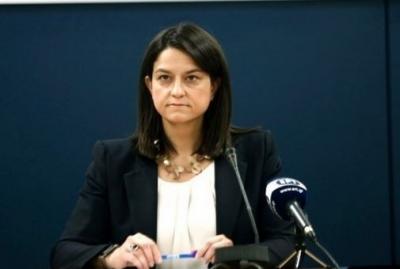 Κατεπείγουσα αγωγή της Κεραμέως κατά της ΟΛΜΕ για τη στάση εργασίας στη διάρκεια των εξετάσεων των Προτύπων Σχολείων