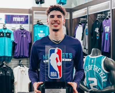ΛαΜέλο Μπολ: Ένας «εξερευνητής» του μπάσκετ που αναδείχθηκε rookie της σεζόν στο NBA! (video)