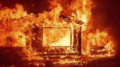 ΗΠΑ: Πύρινη κόλαση η Καλιφόρνια, χιλιάδες άνθρωποι εγκατέλειψαν τα σπίτια τους