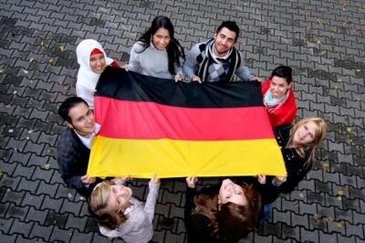 Γερμανία: Προαναγγέλλει μεγάλες ελευθερίες για εμβολιασμένους - Αποκλείει νέο lockdown παρότι περιμένουν 100.000 ημερησίως κρούσματα το φθινόπωρο