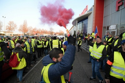 Αυξάνονται τα κίτρινα γιλέκα - Πάνω από 84.000 διαδήλωσαν σε όλη τη Γαλλία το Σάββατο (12/1)