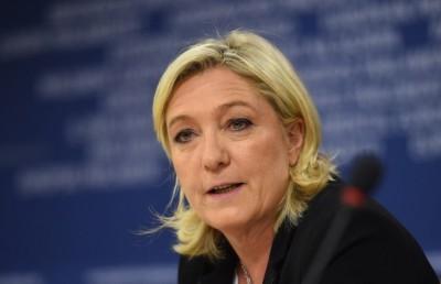 Απαγόρευση της μαντίλας στη Γαλλία ζήτησε η Le Pen - Δεχόμαστε επίθεση από το Ισλάμ