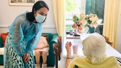 Η γηραιότερη γυναίκα που εμβολιάστηκε στην Ελλάδα κατά του κορωνοϊού είναι 117 χρονών