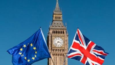 Προς άτακτο Brexit η Βρετανία - Στο 25% από 15% η πιθανότητα του no deal, σκληρή στάση από τους διαδόχους της May