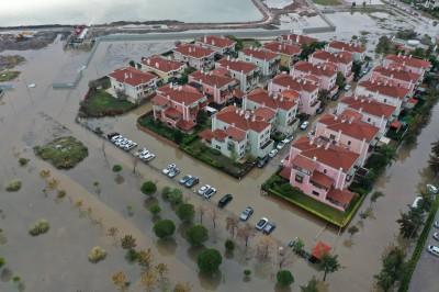 Σμύρνη: Δύο νεκροί από τις έντονες βροχοπτώσεις - Καταστροφικές πλημμύρες