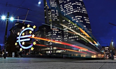Jefferies, Berenberg, UniCredit: Η απόφαση-σοκ της Γερμανίας για το QE της ΕΚΤ θέτει σε κίνδυνο τη σταθερότητα του ευρώ