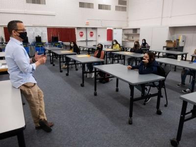Αυστηροποιεί τα μέτρα το Ισραήλ - Όσοι μαθητές είναι ανεμβολίαστοι θα κάνουν μαθήματα από το σπίτι