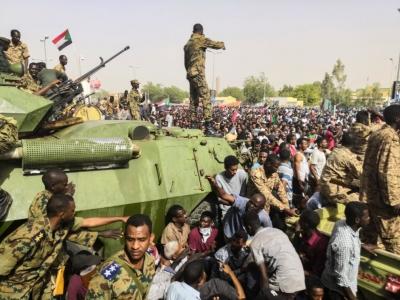 Στρατιωτικό πραξικόπημα στο Σουδάν – Υπό κράτηση πρωθυπουργός και υπουργοί