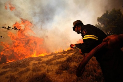 Μάχη με τις φλόγες στην Ηλεία – Απειλήθηκαν κατοικημένες περιοχές, δεν υπήρξαν ζημιές