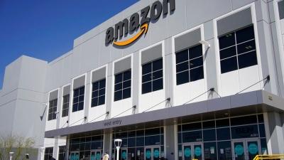 Συμφωνία Ελλάδας και Amazon με φόντο το διάστημα