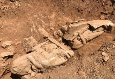 Παιανία: Αποκάλυψη επιτύμβιου μνημείου με δυο γυναικείες μορφές σε φυσικό μέγεθος