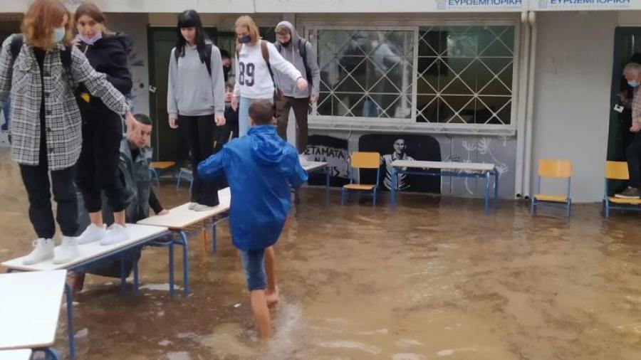 Κλείνουν σχολεία στην Αττική λόγω της κακοκαιρίας «Μπάλλος» - Η ανακοίνωση της Περιφέρειας