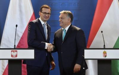 Πολωνία και Ουγγαρία απειλούν να μπλοκάρουν το Ταμείο Ανάκαμψης της ΕΕ - Επί τάπητος το βέτο και στον προϋπολογισμό