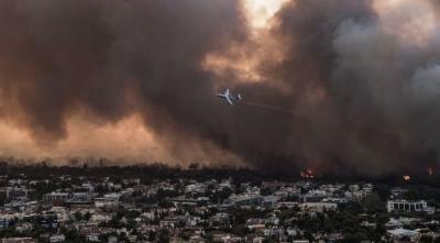 Μεγάλες καταστροφές στην Βόρεια Αττική - Μάχη με τις φλόγες σε Θρακομακεδόνες, Βαρυμπόμπη και  Μαλακάσα