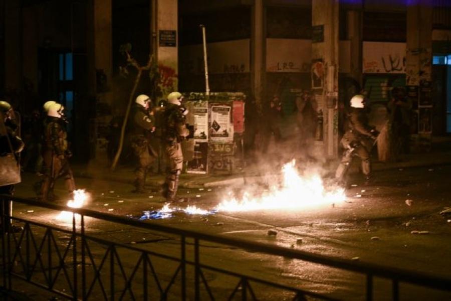 Ελεύθεροι οι συλληφθέντες για τα επεισόδια στα Εξάρχεια μετά την πορεία για τον Αλ. Γρηγορόπουλο