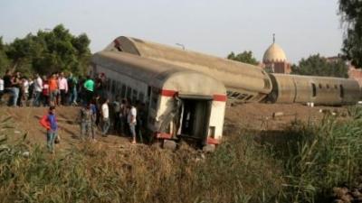 Αίγυπτος: 11 νεκροί και 100 τραυματίες από τον εκτροχιασμό τρένου