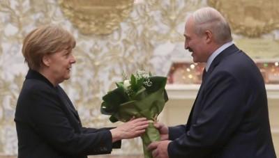 Λευκορωσία: Τηλεφωνική επικοινωνία Lukashenko – Merkel, συνεχίζονται οι διαμαρτυρίες