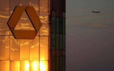 Commerzbank: Προχωρά σε περικοπή 4.300 θέσεων εργασίας - Οι περικοπές γίνονται στο πλαίσιο «στρατηγικής αναδιάρθωσης»