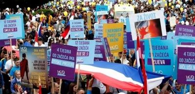 Χιλιάδες πολίτες στην Κροατία διαδηλώνουν κατά των αμβλώσεων