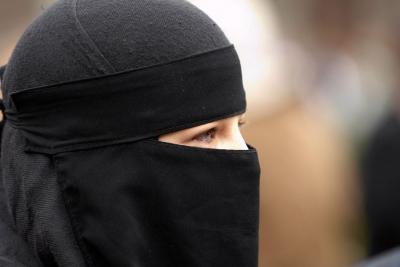 Τουρκική επίθεση στη Γερμανία για τη μαντήλα και την ισλαμοφοβία