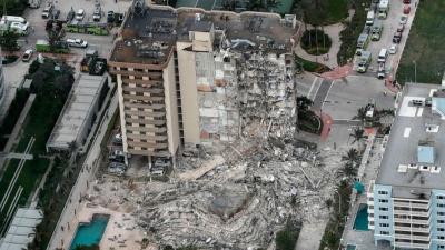 ΗΠΑ: Σοκαριστική κατάρρευση κτιρίου στο Μαϊάμι - Ένας νεκρός, δεκάδες αγνοούμενοι - Μάχη διασωστών στα ερείπια