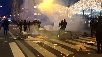 Γαλλία: 67 αστυνομικοί τραυματίστηκαν στις χθεσινές (5/12) διαδηλώσεις σε Παρίσι και Νάντη