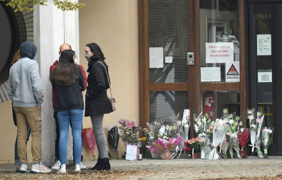 Γαλλία: Φυλάκιση σε φοιτήτρια που έγραψε στο Facebook ότι άξιζε τον αποκεφαλισμό ο καθηγητής