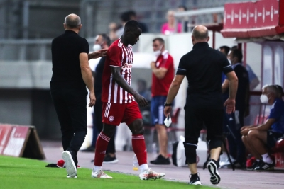 Ολυμπιακός – Νέφτσι 1-0: Σκληρό μαρκάρισμα και αποβολή για Καμαρά (video)