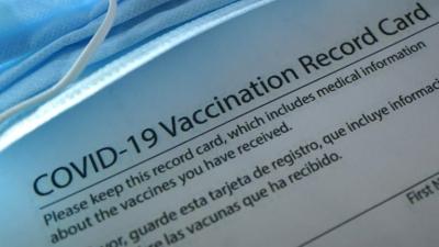 ΗΠΑ: Ζητούνται εργαζόμενοι με πιστοποιητικό εμβολιασμού – Τι δείχνουν οι αγγελίες των εταιρειών