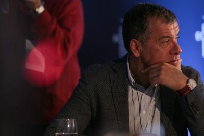 Θεοδωράκης στο 3ο Οικονομικό Φόρουμ Δελφών: Tο πολιτικό σύστημα δεν είναι άμοιρο ευθυνών στην υπόθεση Novartis