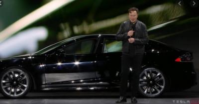 O Elon Musk παρουσίασε το πιο γρήγορο αυτοκίνητο της Tesla