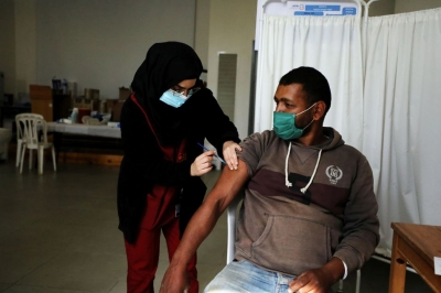 Οι Παλαιστίνιοι επέστρεψαν στο Ισραήλ «ληγμένα» εμβόλια για τον Covid