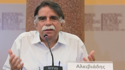 Βατόπουλος: Πιθανός ο κίνδυνος έξαρσης covid τις επόμενες δύο εβδομάδες