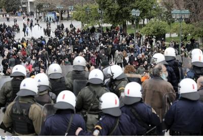 Διαδηλώσεις κατά του lockdown σε όλη την Ελλάδα – Ένταση και χημικά στο Σύνταγμα